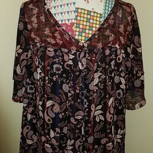 Like new floral paisley print top w/ sheer necklin